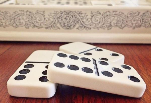 Kebiasaan Buruk Yang Harus Dihindari Saat Bermain Judi Domino Online